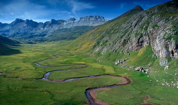 Valle glaciar de Aguastuertas. Valle de Echo, municipio de Ansó, Pirineo aragonés. Huesca (Aragón, España)