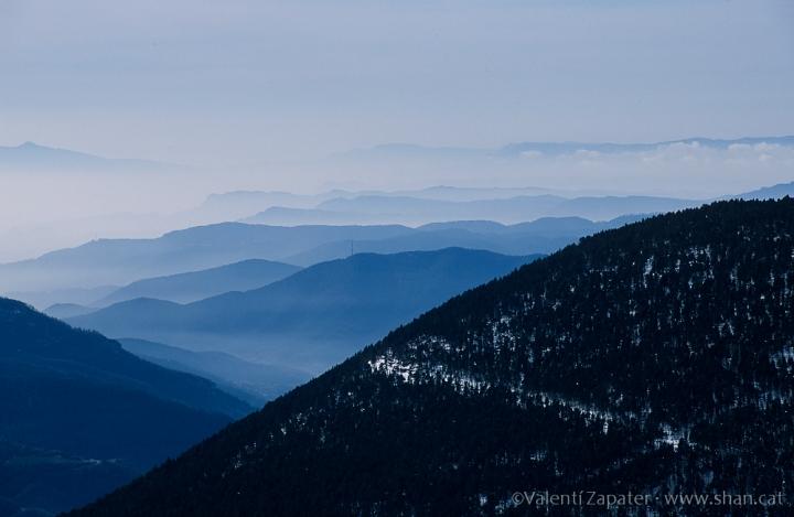Vista hacia el sur del mar de montañas desde Fontalba (Queralbs). Ripollès, Catalunya.